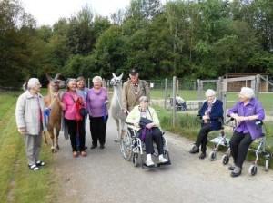 Lamatherapie Ausflug von Essener Senioren, Foto: Prachtlamas