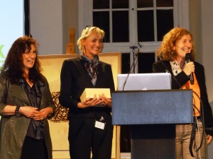 """Ehrung durch Katharina Maehrlein und Heike Drechsler - Beate Pracht mit """"Soul@Work Challenge"""" Award 2015 ausgezeichnet"""