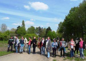 Gruppenfoto von einer Lamawanderung (noch mit allen 5 Lamas). Prachtlamas-Programm: Achtsame Tier-Begegnungen und Lamawanderungen im Ruhrgebiet, NRW, Termine für März 2019