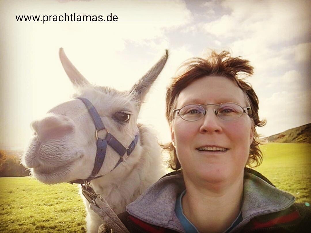 Lama Dancer und Andrea Eikelmann vom Prachtlamas-Team
